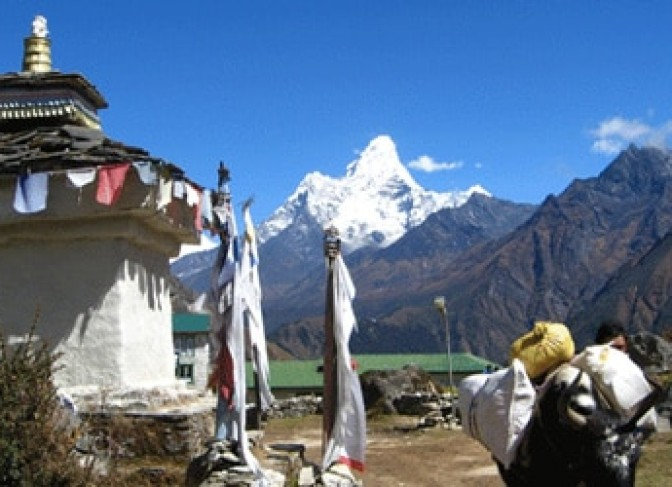 Mt Amadablum, small stupa and jhopke