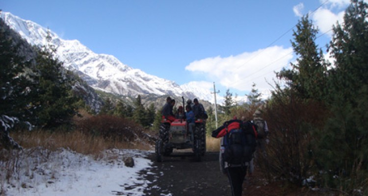 The trekkers and porter are doing trek in Manang