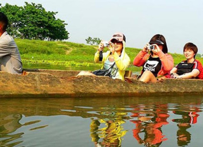 Canoeing-in-Chitwan-National-Park