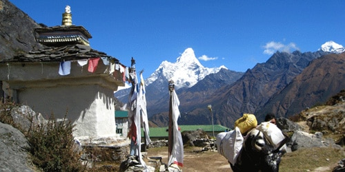 Mt Amadablum, small stupa and jhopke.