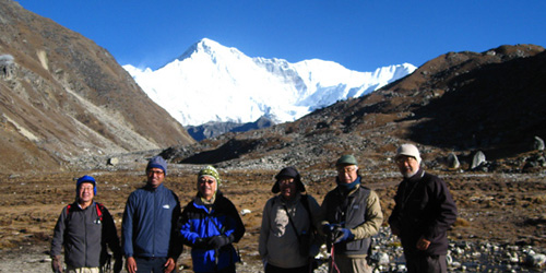 Mt Cho- oyu and trekkers – Taken from Gokyo lake