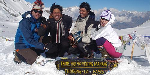 Thronga-La pass people are pleasure with snow.