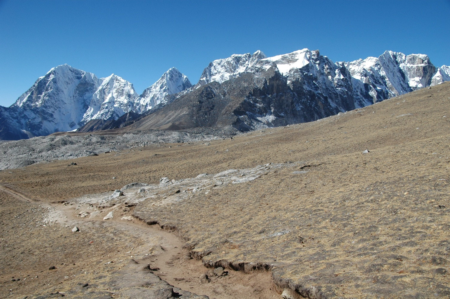 Budget Everest base camp trek- Cholatse Peak